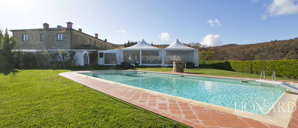 Hotel with swimming pool for sale in Tuscany Image 26