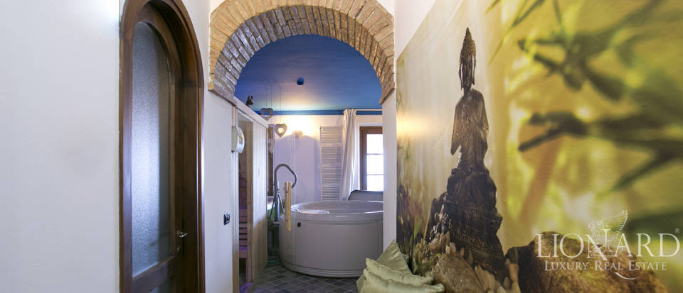 Hotel with swimming pool for sale in Tuscany Image 36