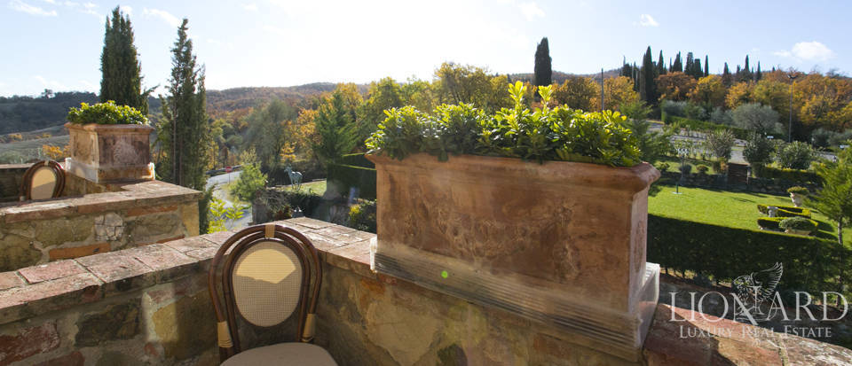 Hotel with swimming pool for sale in Tuscany Image 56
