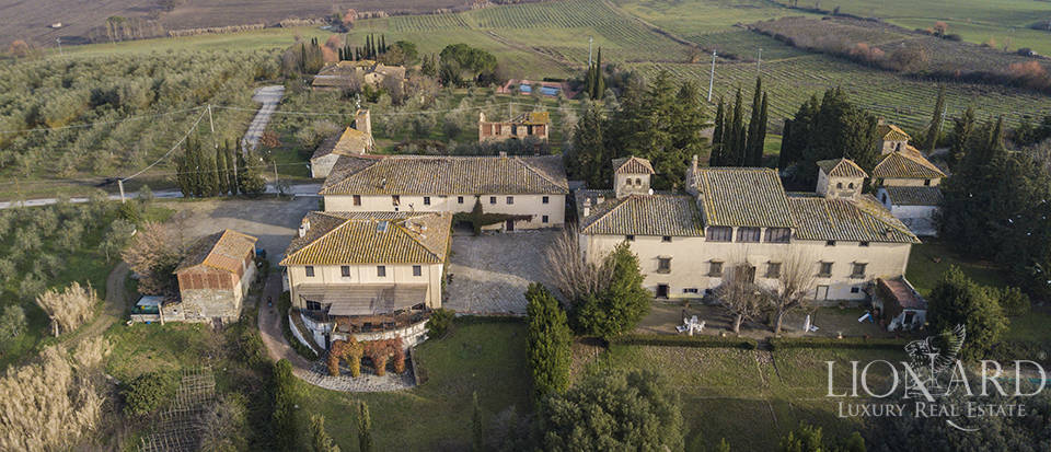 Charming farmstead for sale near Florence Image 1