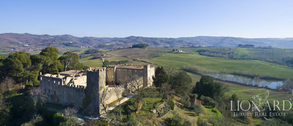 Centuries-old castle for sale in Umbria Image 1