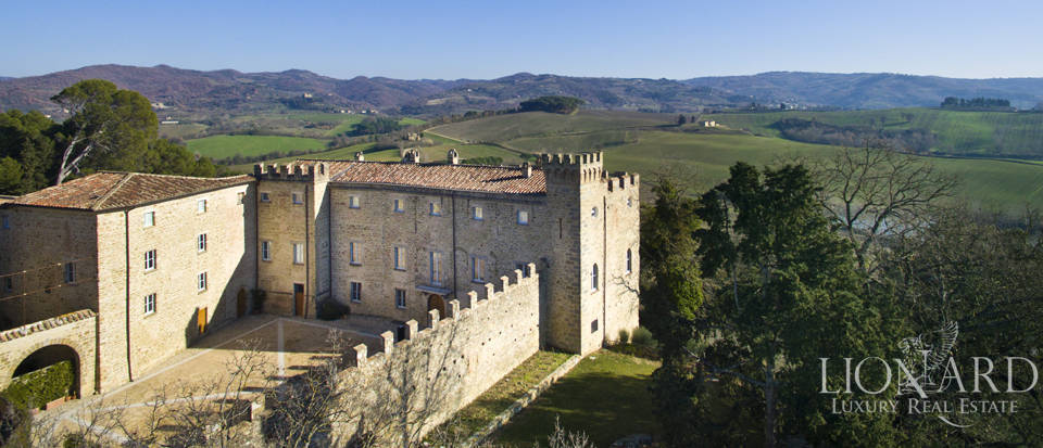 Centuries-old castle for sale in Umbria Image 7