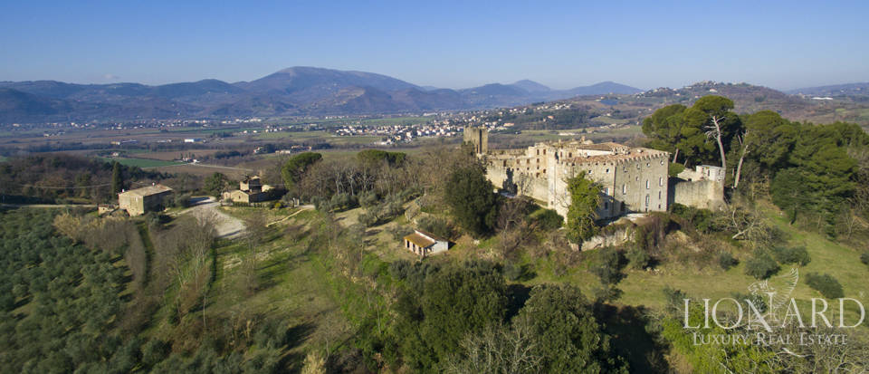 Centuries-old castle for sale in Umbria Image 8
