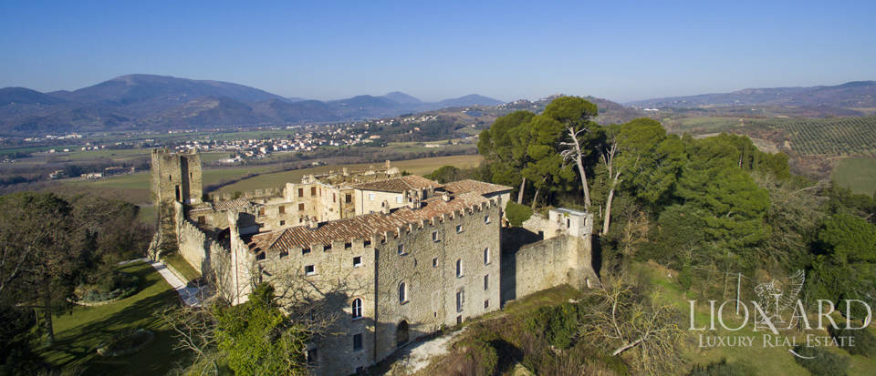 Centuries-old castle for sale in Umbria Image 9