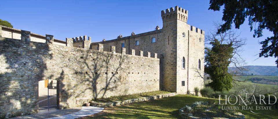 Centuries-old castle for sale in Umbria Image 10