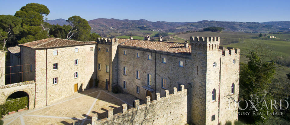 Centuries-old castle for sale in Umbria Image 11