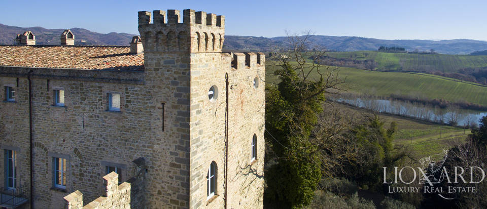 Centuries-old castle for sale in Umbria Image 12