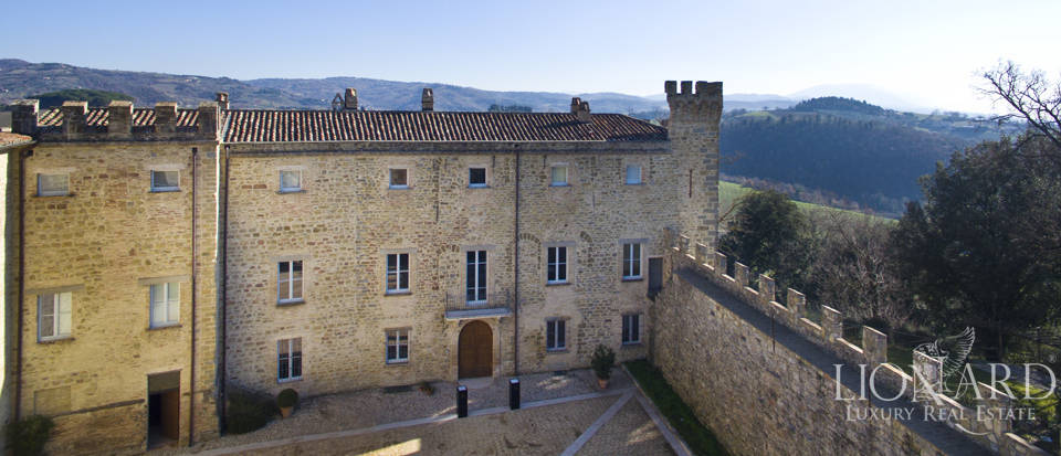 Centuries-old castle for sale in Umbria Image 15