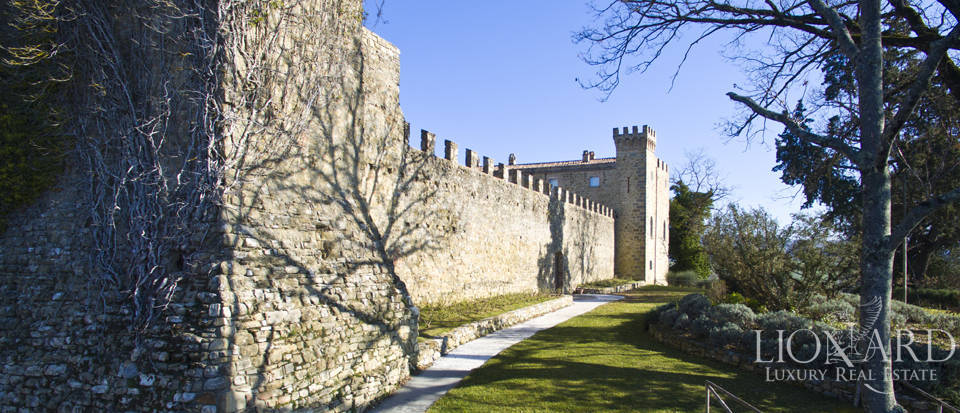 Centuries-old castle for sale in Umbria Image 19