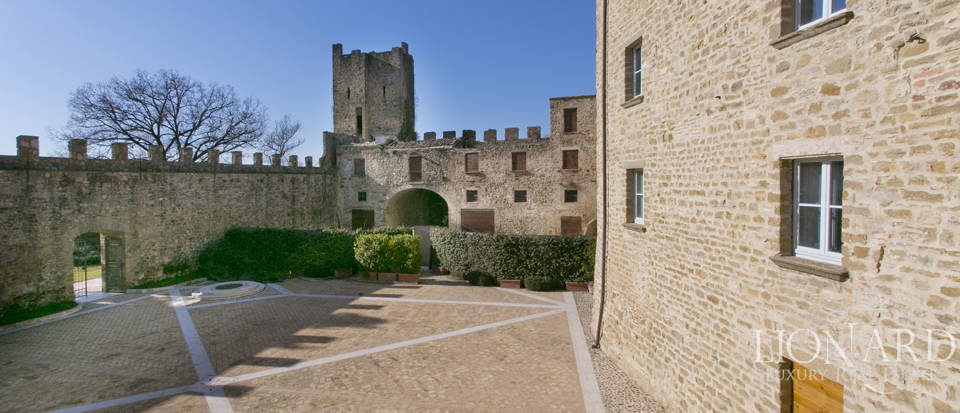 Centuries-old castle for sale in Umbria Image 43