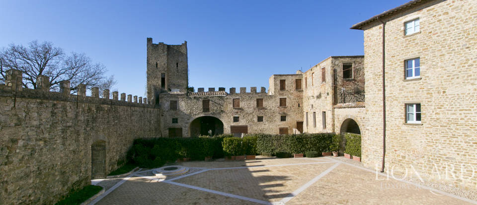 Centuries-old castle for sale in Umbria Image 48