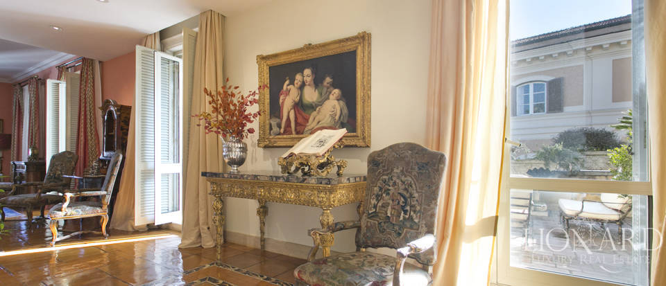 Luxurious penthouse for sale in Rome Image 3