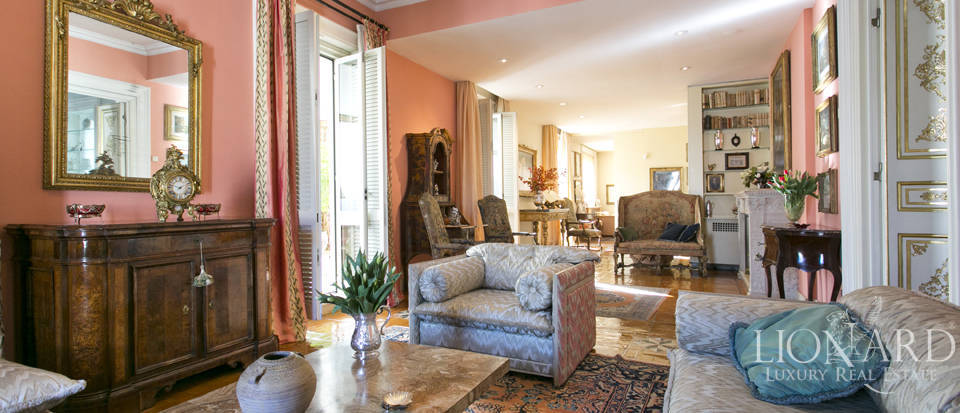 Extraordinary penthouse for sale in central Rome Image 1