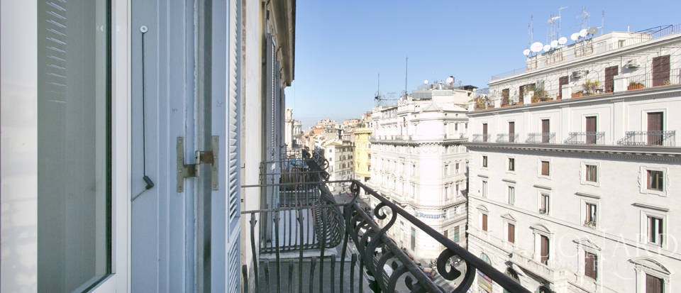Luxurious penthouse for sale in Rome Image 40