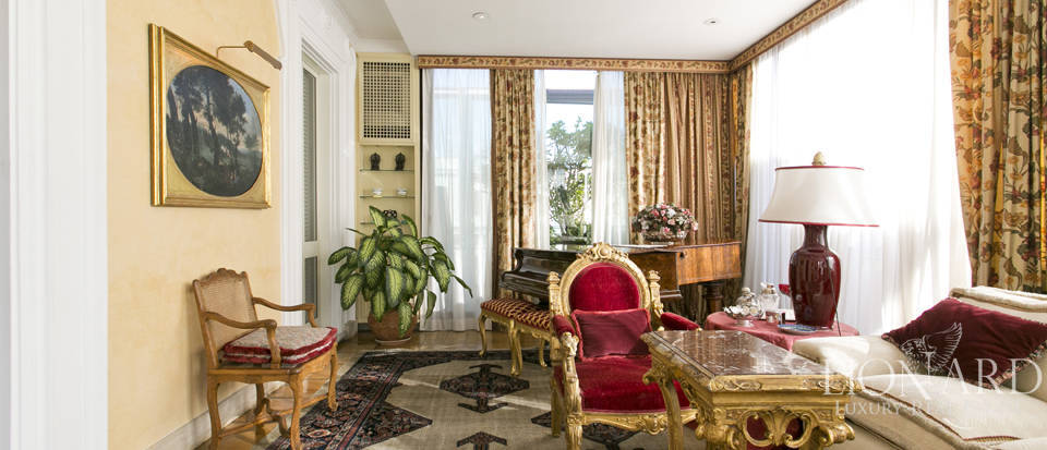 Luxurious penthouse for sale in Rome Image 9