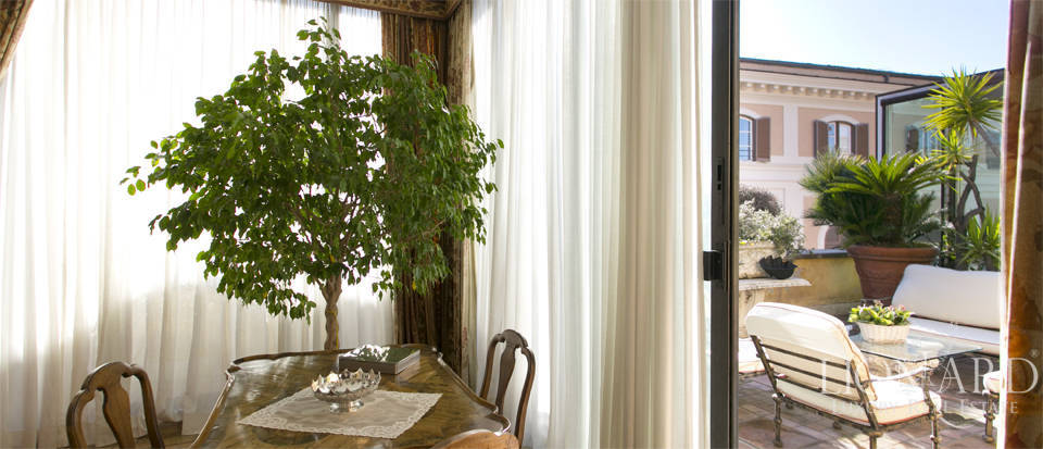 Luxurious penthouse for sale in Rome Image 10