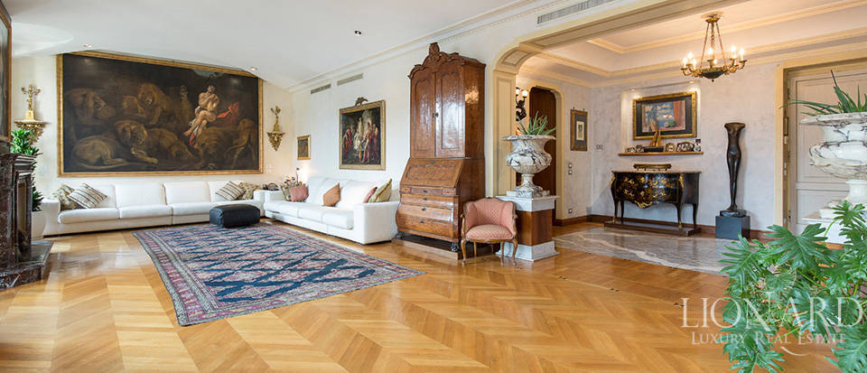 Luxurious apartment for sale in the heart of Milan Image 1