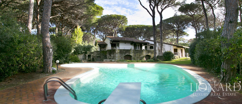 Villa with swimming pool for sale in Roccamare Image 1