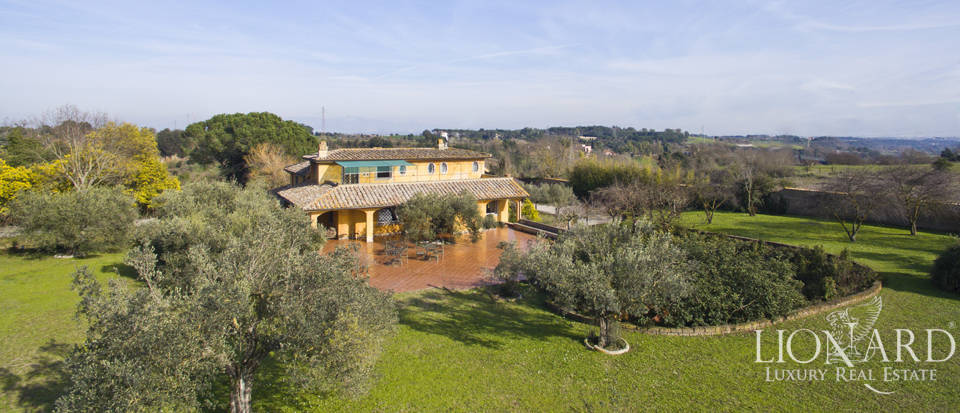 magnificent villa for sale in rome