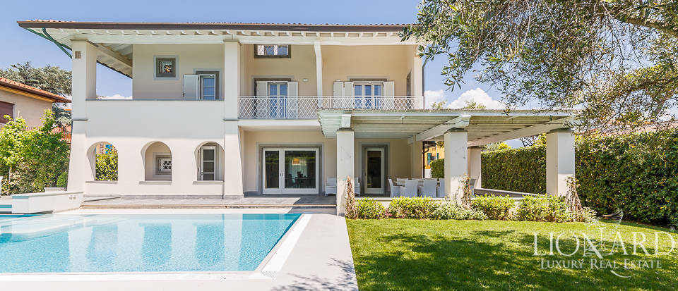 Magnificent luxury villa with swimming pool in Forte dei Marmi Image 1