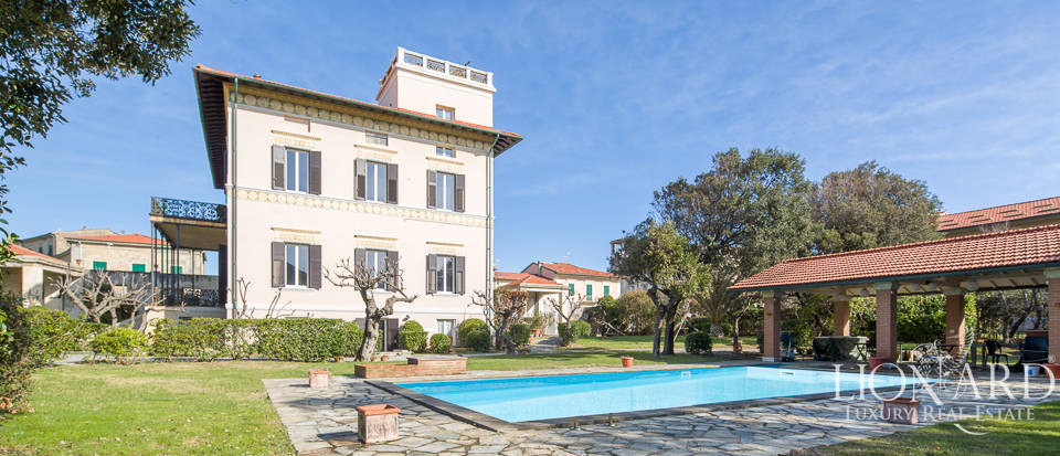 Villa for sale in front of the sea in Pisa Image 1