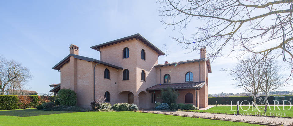 Luxury villa for sale in Imola Image 1