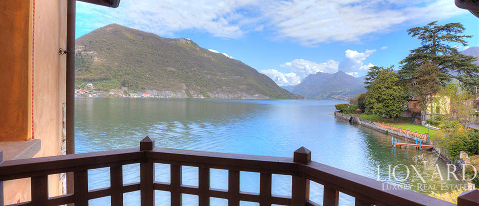Lake-front villa for sale by Lake Iseo Image 29