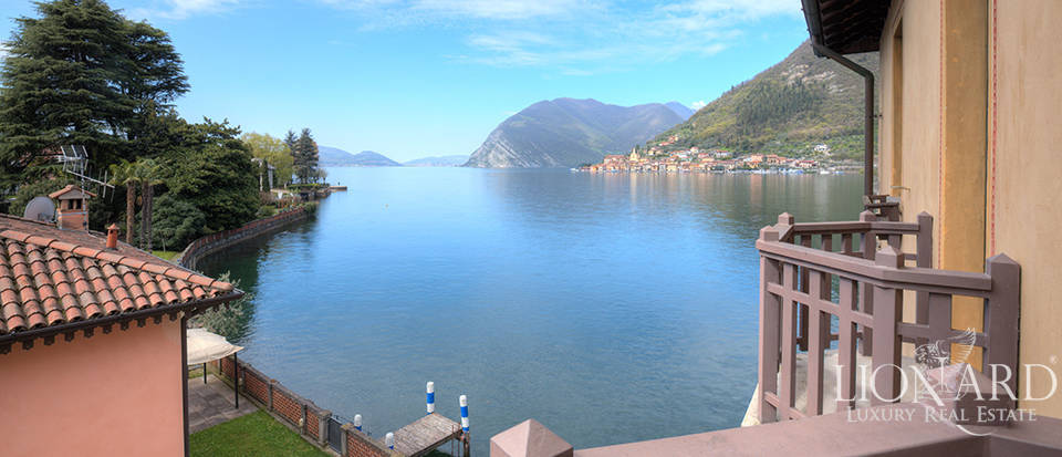 Lake-front villa for sale by Lake Iseo Image 24