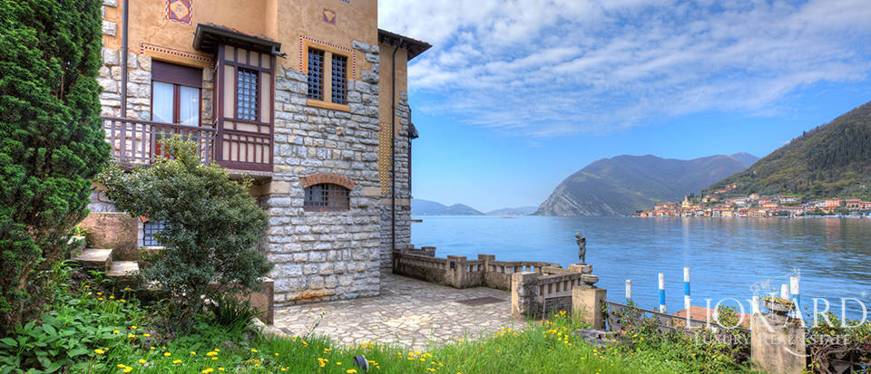 Lake-front villa for sale by Lake Iseo Image 11