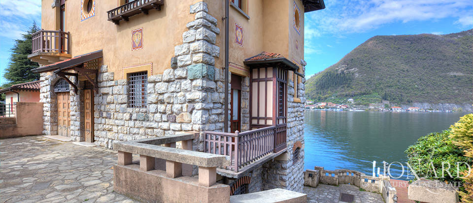 Lake-front villa for sale by Lake Iseo Image 9