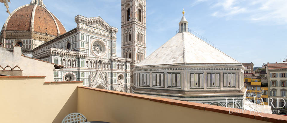 exclusive apartment for sale in front of the cathedral