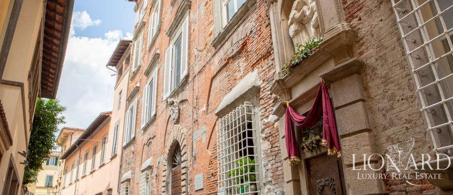 hotel for sale in the heart of lucca
