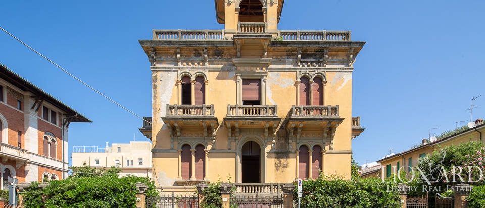 Historical villa for sale in Viareggio Image 1