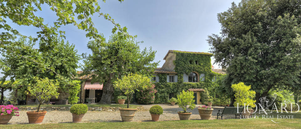 Stunning period farmhouse near Florence Image 1