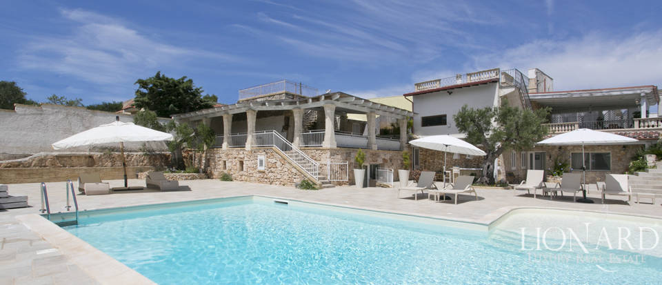 Stunning villa with swimming pool for sale in Apulia Image 1