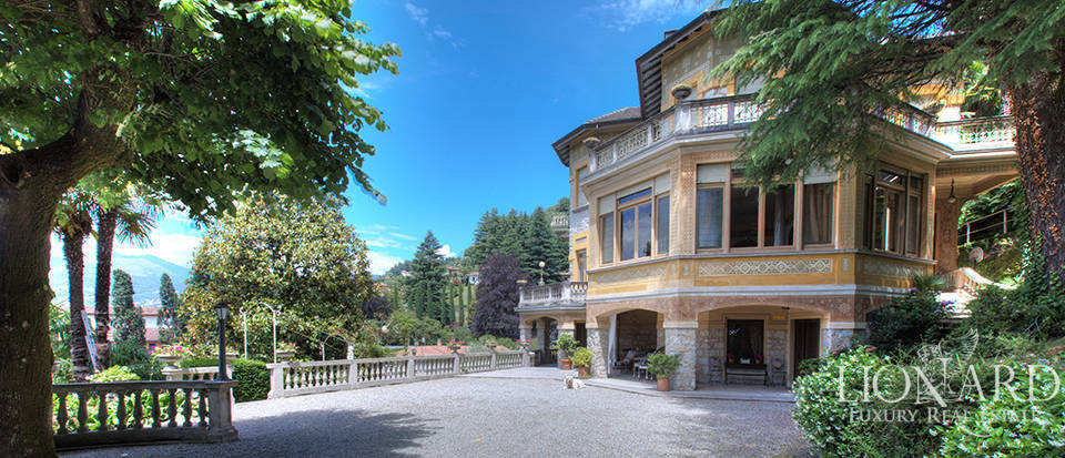 Villa for sale on the shores of Lake Maggiore Image 1