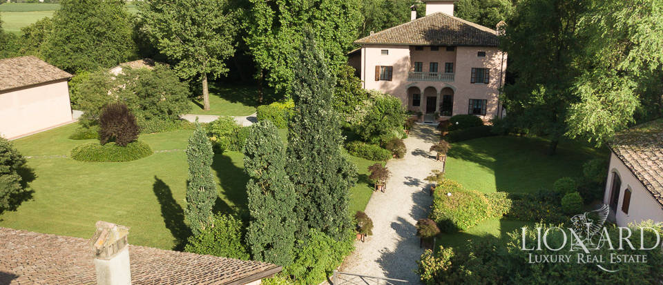 Wonderful historical villa for sale in Parma