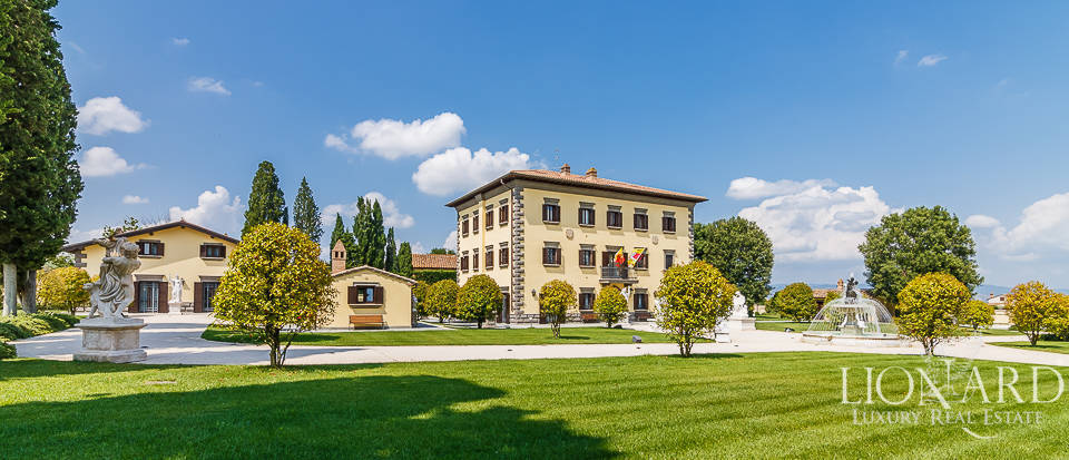 Stunning historical estate for sale near Montepulciano Image 1