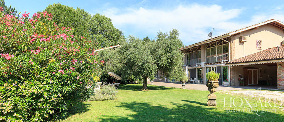 Charming farmstead for sale in Franciacorta Image 1