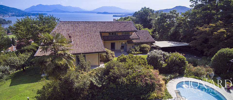 Luxury villa with a panoramic view for sale by Lake Maggiore Image 1