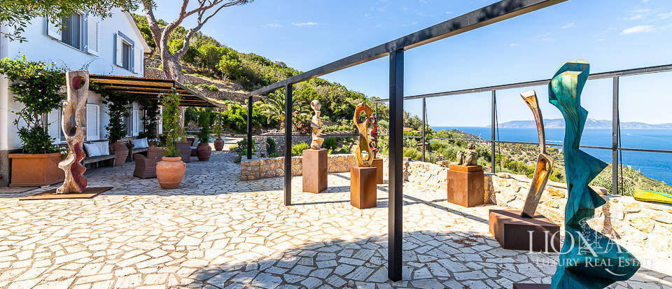 Villa for sale in front of the sea in Mount Argentario Image 1