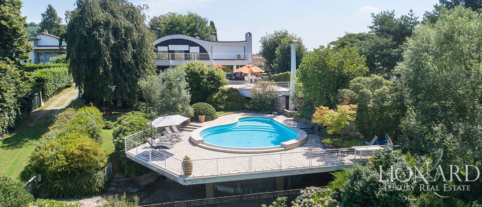 Villa in a panoramic position for sale by Lake Maggiore Image 1