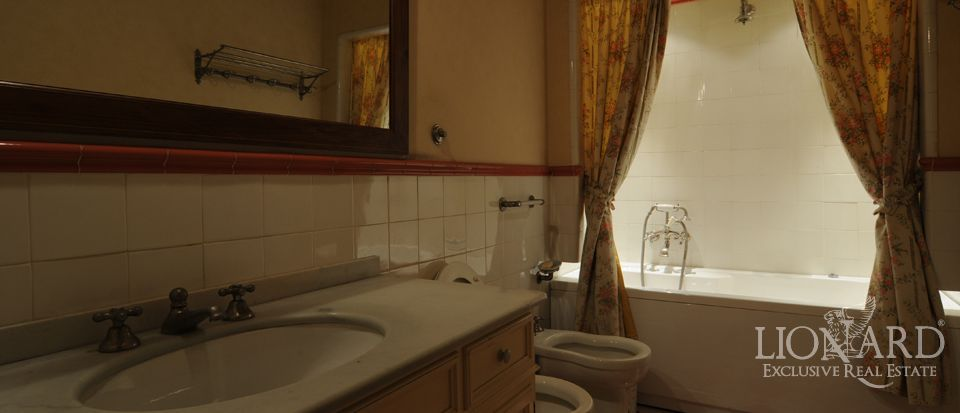 Apartment for sale in florence in palazzo lionard for Lionard real estate