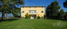 lucca villas for sale