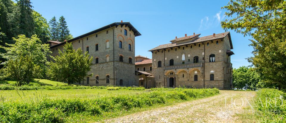 Acquabella castle for sale in tuscany lionard for Luxury italian real estate