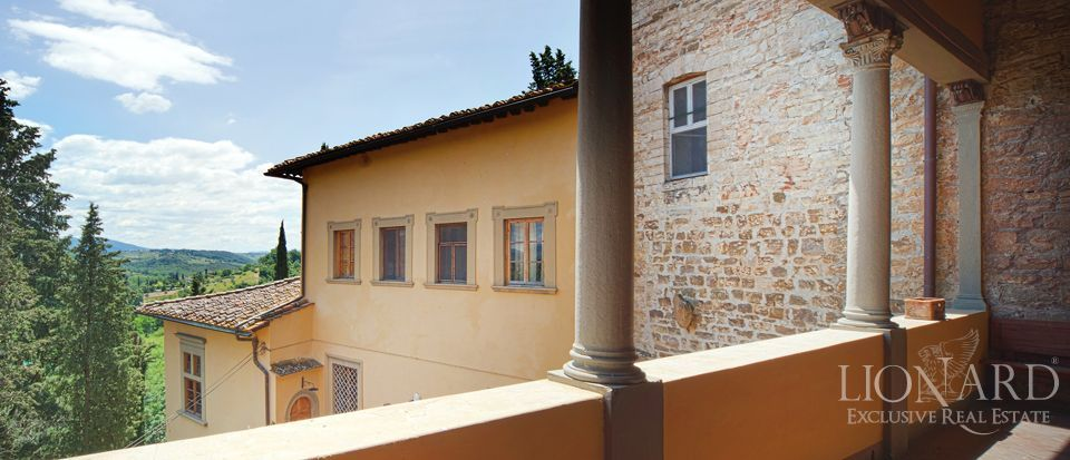 Castle for sale in tuscany italy lionard for Lionard luxury real estate