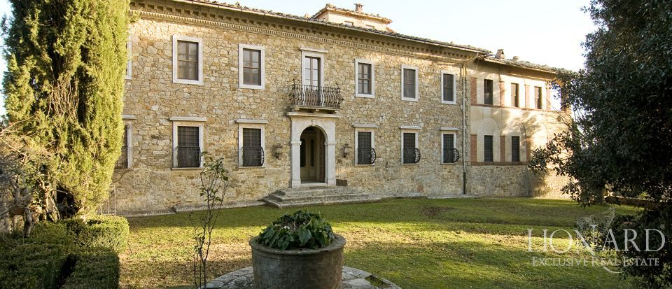 Luxury Property in Tuscany - Villa in Siena Image 37