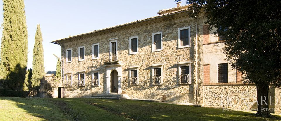 Luxury Property in Tuscany - Villa in Siena Image 34