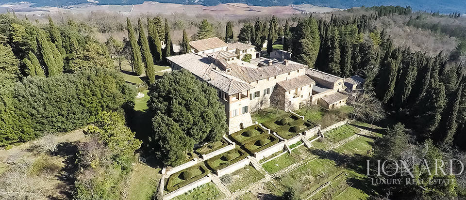 Luxury Property in Tuscany - Villa in Siena Image 2