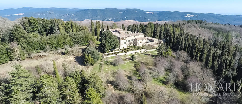 Luxury Property in Tuscany - Villa in Siena Image 5